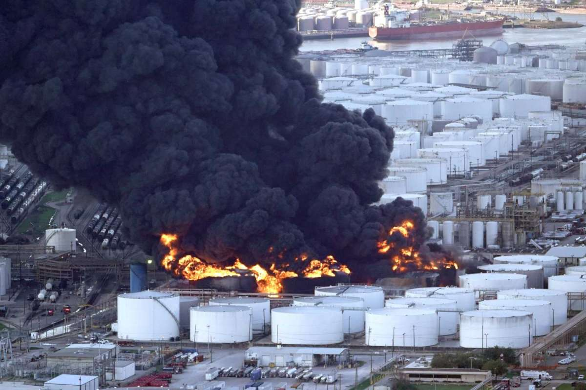 Why Hire A Lawyer If You Were Exposed To Chemicals From The ITC Deer Park Plant Fire